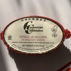Image of the front of the package of Conservas de Cambados Small Scallops in Galician sauce.