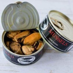 Image of an open and a closed tin of Ekone Oyster Company Smoked Mussels