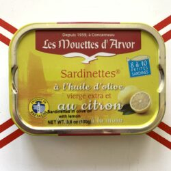 Image of the front of a tin of Les Mouettes d'Arvor Sardinettes in Olive Oil with Lemon 8/10