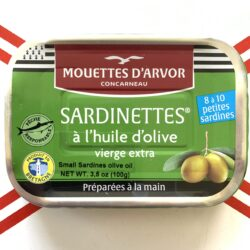 Image of the front of a tin of Les Mouettes d'Arvor Sardinettes in Olive Oil 8/10