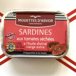 Image of the front of a tin of Les Mouettes d'Arvor Sardines in Olive Oil with Sun-Dried Tomatoes
