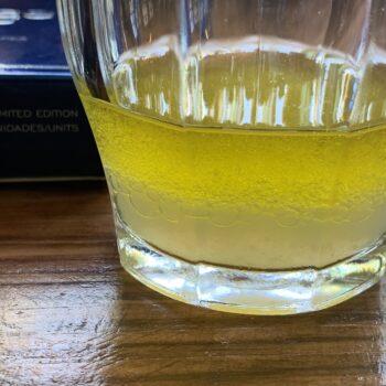 Image of the separated tinning liquid from a tin of Artesanos Alalunga Cocochas de Merluza Europea (European Hake Cheeks) in Olive Oil 6/8