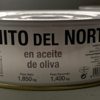 Image of the front panel of a tin of Yurrita Bonito del Norte in Olive Oil, 1850g, Large Format