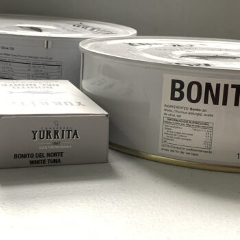 Image of the side view showing scale on a regular tin and a Yurrita Bonito del Norte in Olive Oil, 1850g, Large Format