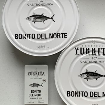 Image of a regular tin and two Yurrita Bonito del Norte in Olive Oil, 1850g, Large Format to show scale