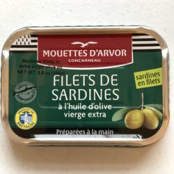 Image of the front of a tin of Les Mouettes d'Arvor Sardine Fillets in Extra Virgin Olive Oil