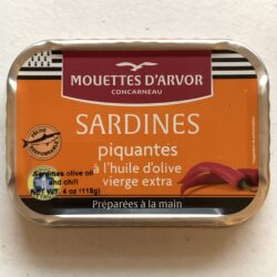 Image of the front of a tin of Les Mouettes d'Arvor Sardines in Extra Virgin Olive Oil and Chili (Pili-Pili)