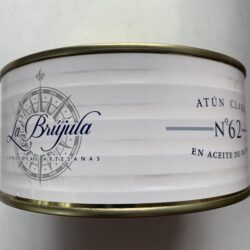 Image of the front of a tin of La Brújula Yellowfin Tuna in Olive Oil, No. 62 Large Format