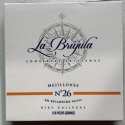 Image of the front of a package of La Brújula Mussels in Pickled Sauce (Mejillones in Escabeche) 6/8 No. 26