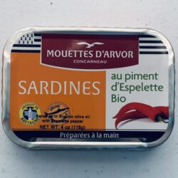 Image of the front of a tin of Les Mouettes d'Arvor Sardines in Organic Extra Virgin Olive Oil with Piment d'Espelette