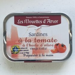 Image of the front of a tin of Les Mouettes d'Arvor Sardines in Extra Virgin Olive Oil and Tomato Sauce