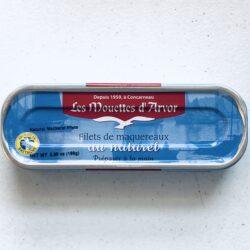 Image of the front of a tin of Les Mouettes d'Arvor Filets de maquereaux au naturel (Mackerel Fillets in Brine)